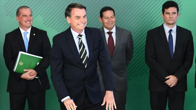 Bolsonaro expulsa a funcionarios con ideología cercana a Lula