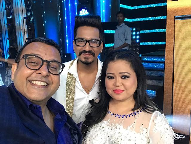 Mr. Vijay Jain with contestants Bharti Singh and Harsh Limbachiyaa