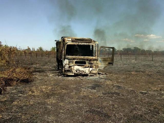 Carro incendiado na BR 364 reduz a frota dos Bombeiros