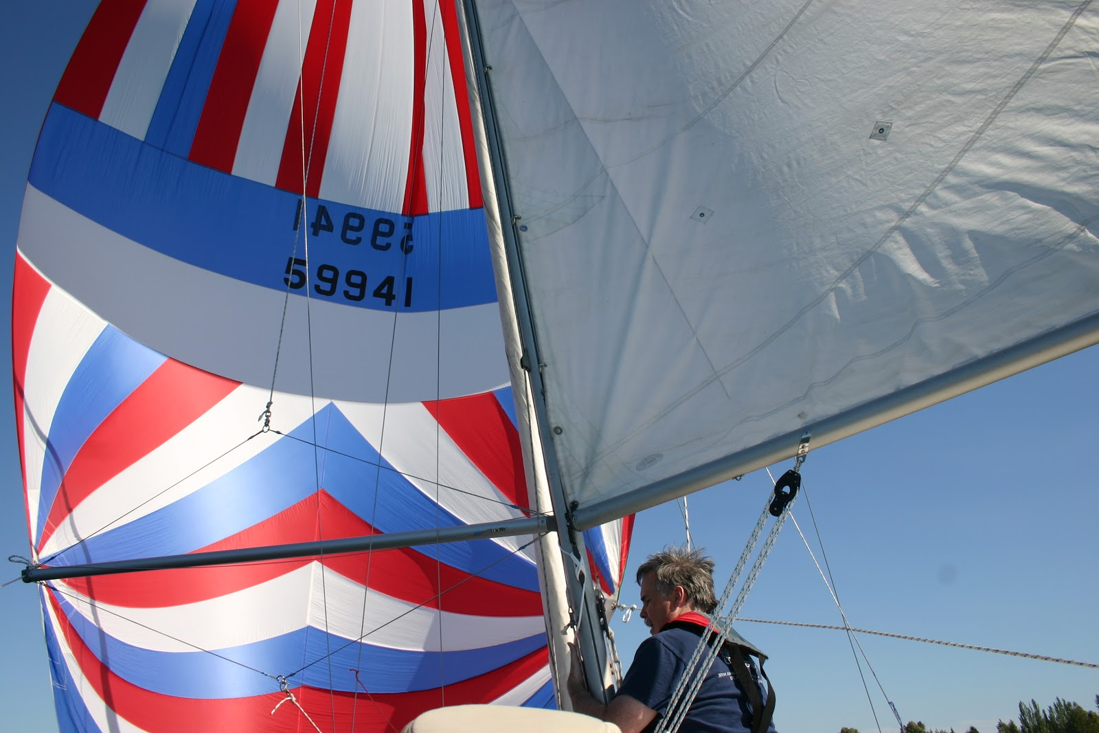 The Catalina 22 Yacht's Log: Flying the Symetrical Spinnaker