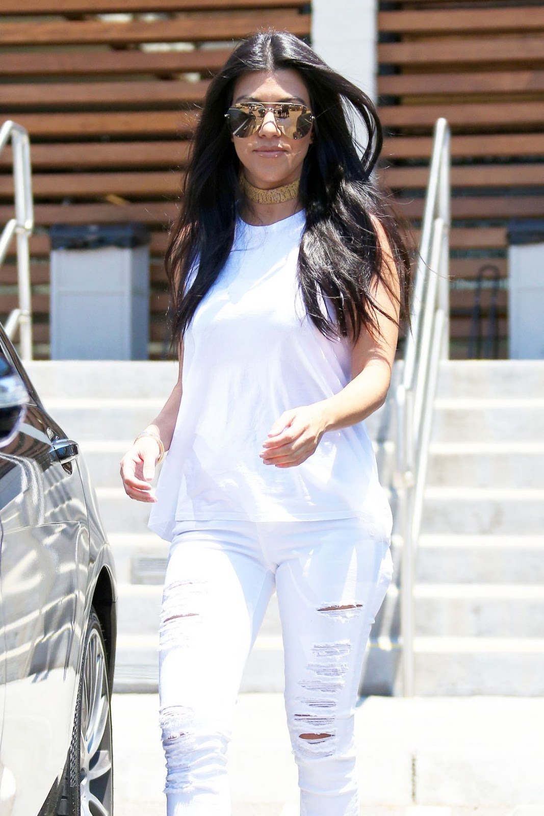 Kourtney Kardashian Leaves Hugo's Restaurant In Los Angeles