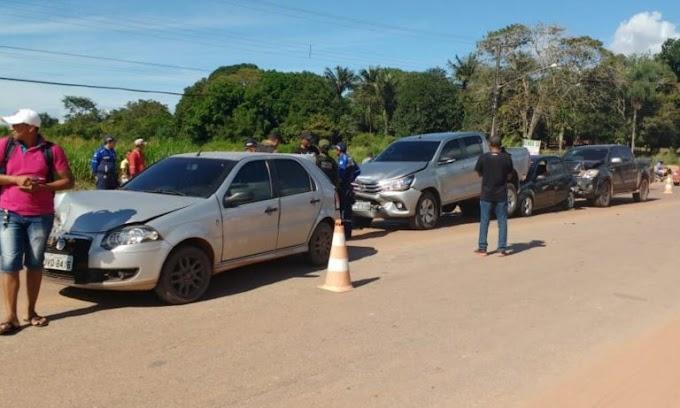 Acidente de trânsito envolvendo cinco carros em Itaituba