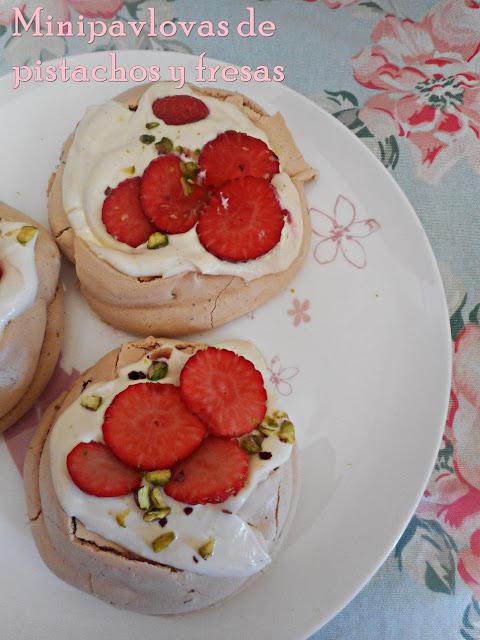 pavlovas-de-pistachio-y-fresas, pistachio-strawberry-pavlovas