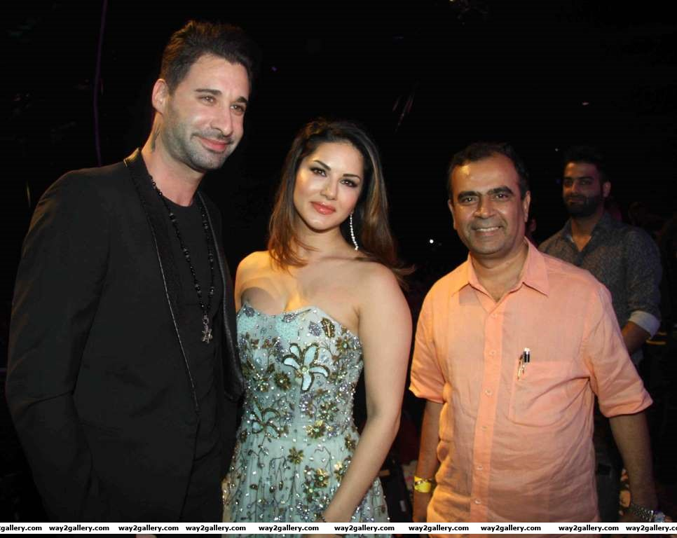 Sunny Leone took time out to attend the Loveland concert