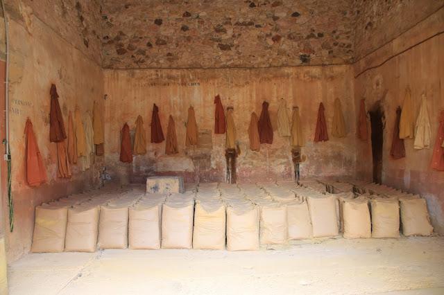 Sacchi di Ocra pronti per la spedizione al Conservatoire des ocres et de la couleur di Roussillon