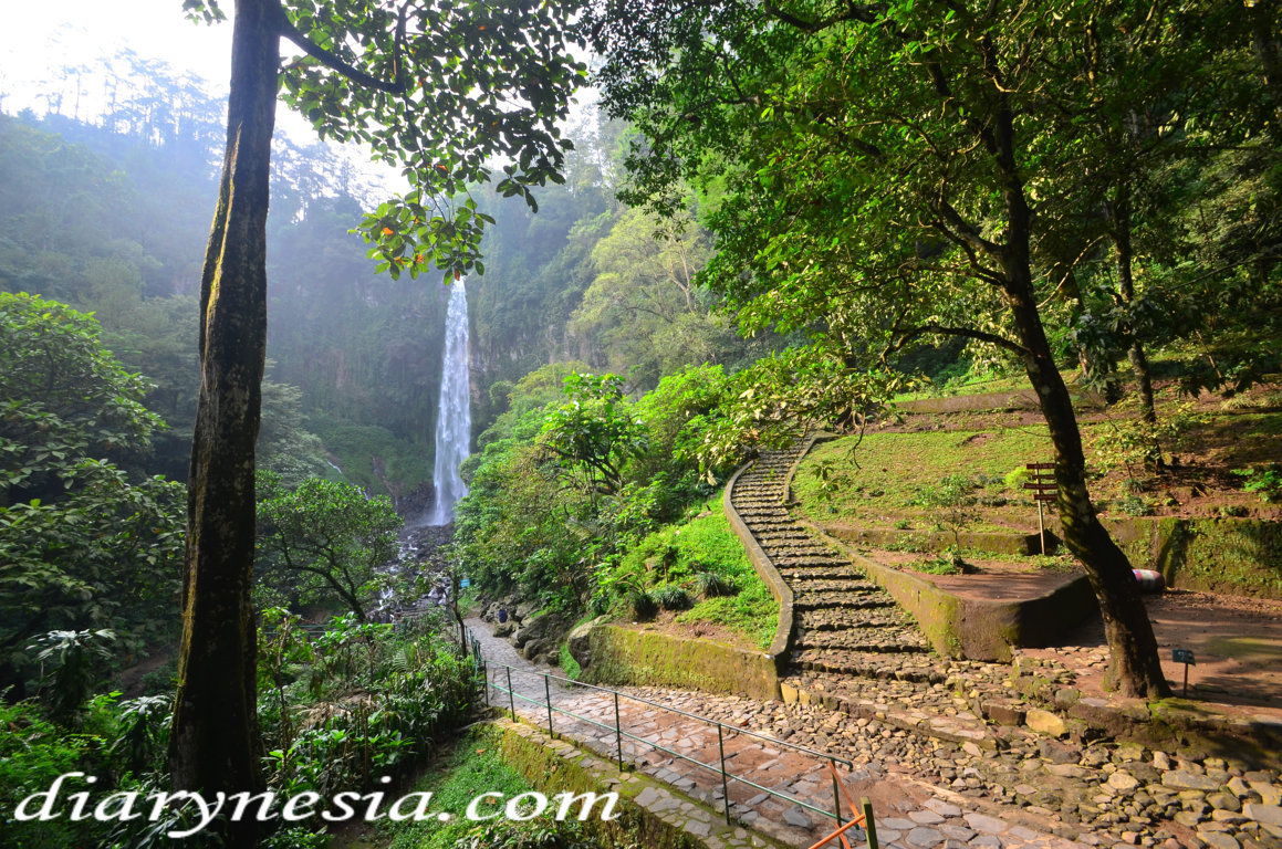 Best Places to Visit in Karanganyar, grojogan sewu waterfall, beautiful waterfall in karanganyar, diarynesia