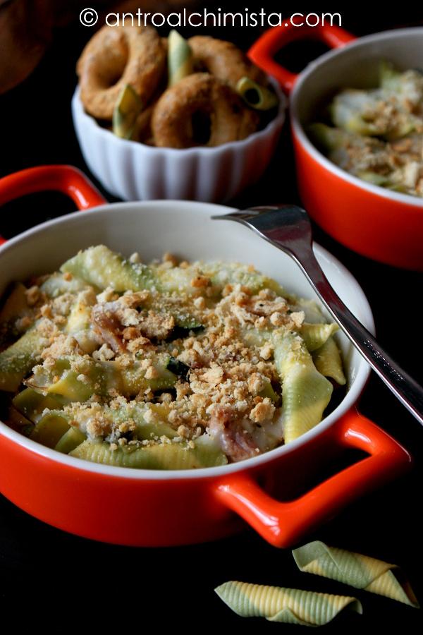 Garganelli Paglia e Fieno con Salsiccia, Zucchine e Crumble di Taralli Cacio e Pepe