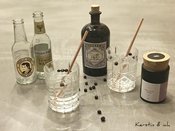 Gin Tonic mit Wacholderbeeren und Monkey Gin