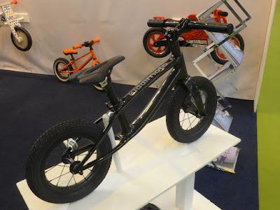въглородни влакна нишки колело детски велосипед Kiddimoto