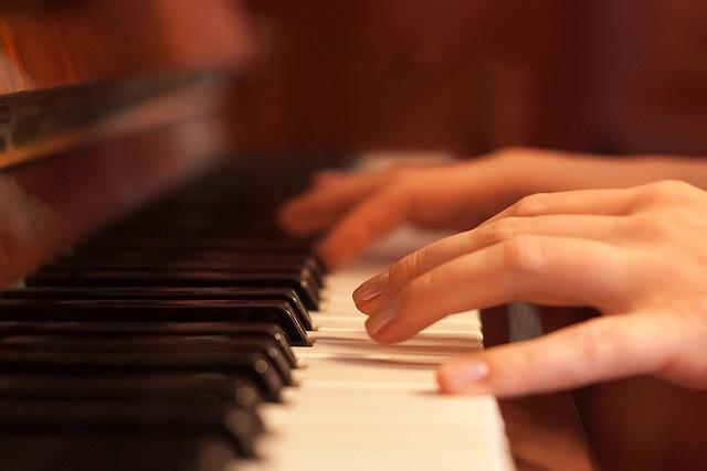 Học chơi nhạc cụ rất tốt cho sự phát triển của trẻ nhỏ