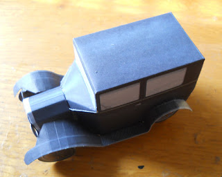 coche clásico de papel