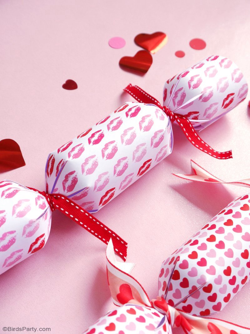 DIY Valentine's Day Crackers Party Favors - learn to make these easy, quick and fun party favor crackers for your party or wedding event! by BirdsParty.com @birdsparty #diy #valentinesday #valentinesdaycrafts
