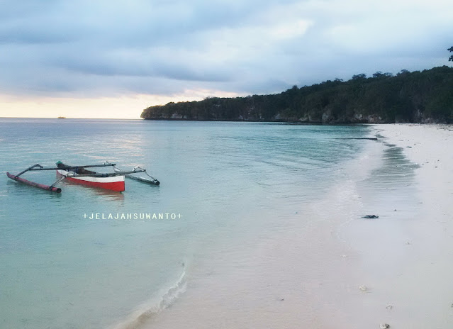 Pantai Mandala Ria: Tebing Batas Pantai  +fotojelajahsuwanto