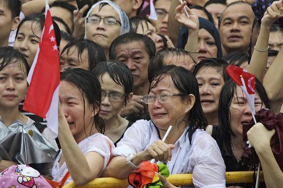Singaporeans mourn