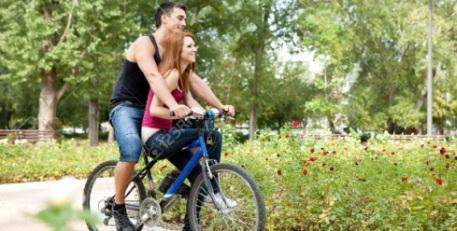 bersepeda berdua