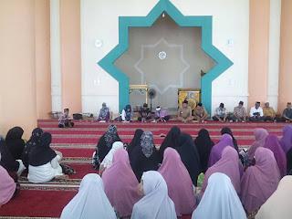 Ratusan Ibu Pengajian Bersilaturahmi dengan Bupati OI