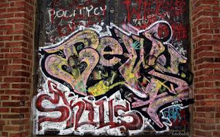 http://fotobabij.blogspot.com/2016/01/zdjecie-graffiti-na-swiatyni-sybilli.html