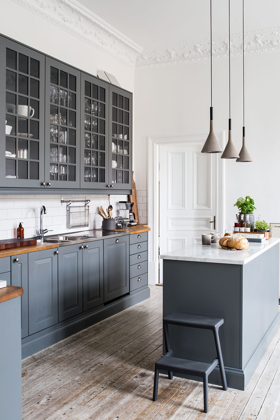 Dark gray kitchen, concrete lamps,
