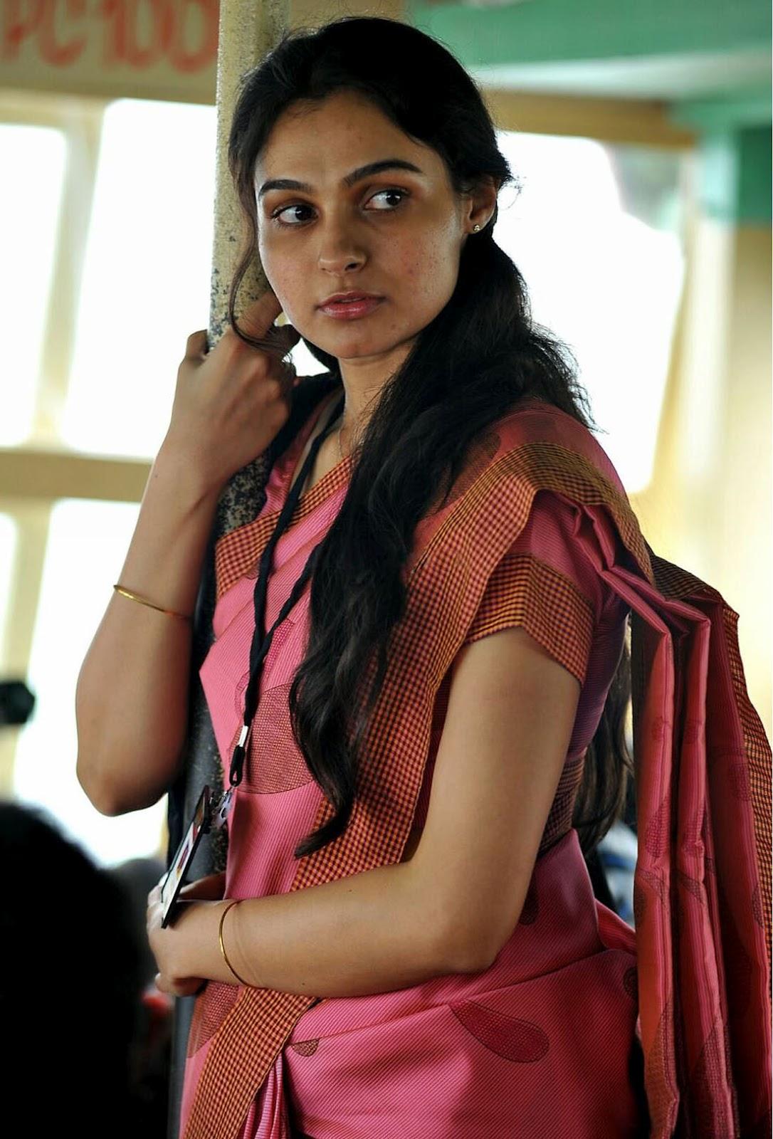 actress andrea jeremia in saree malayalam movie annayum
