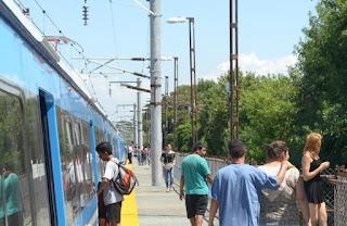 Juntan firmas en Tolosa para que el tren ingrese soterrado a 1 y 44