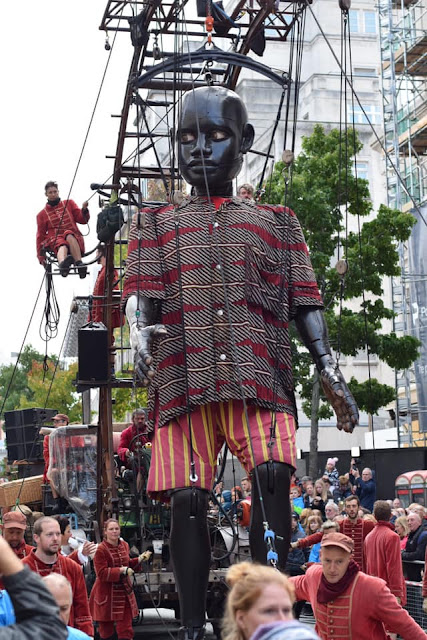 boy giant - Royal de luxe - Liverpool's dream