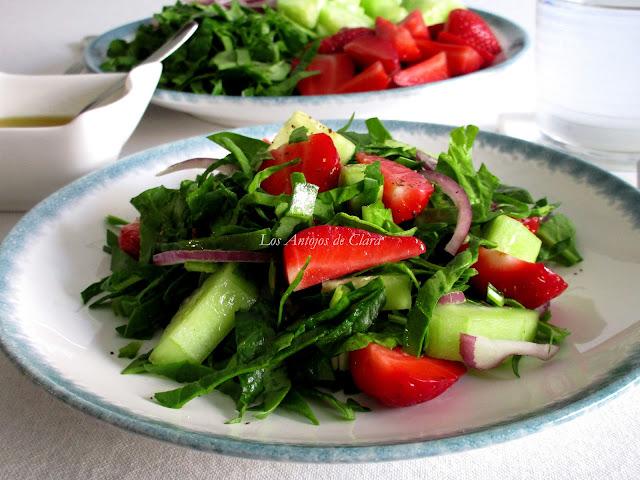 Ensalada de espinacas con fresas y pepino