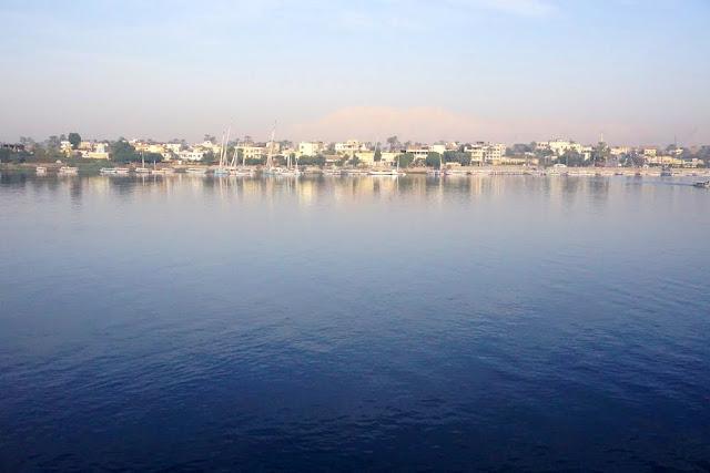 ナイル川沿岸の平和な風景