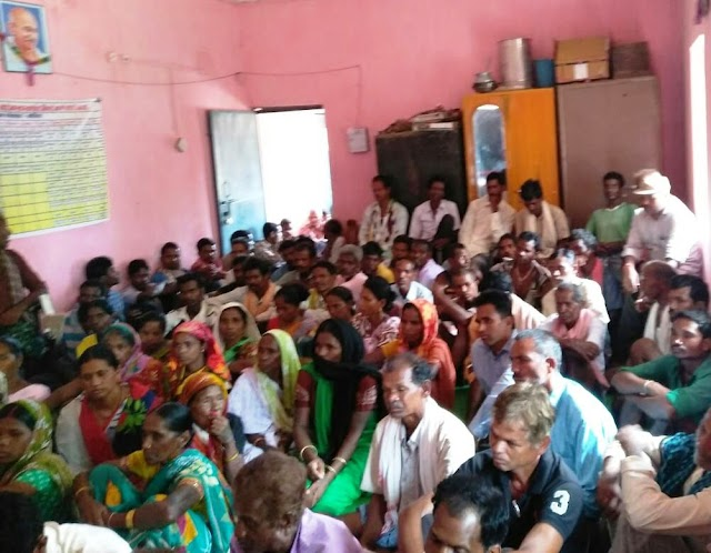 Exclussive Patravarta-:जब पत्थरगढ़ी समर्थकों ने ग्राम सभा से माँगा जमानत का प्रस्ताव,पत्थरगढ़ी समर्थक ग्राम पंचायत की शरण में,फिर क्या हुआ ?