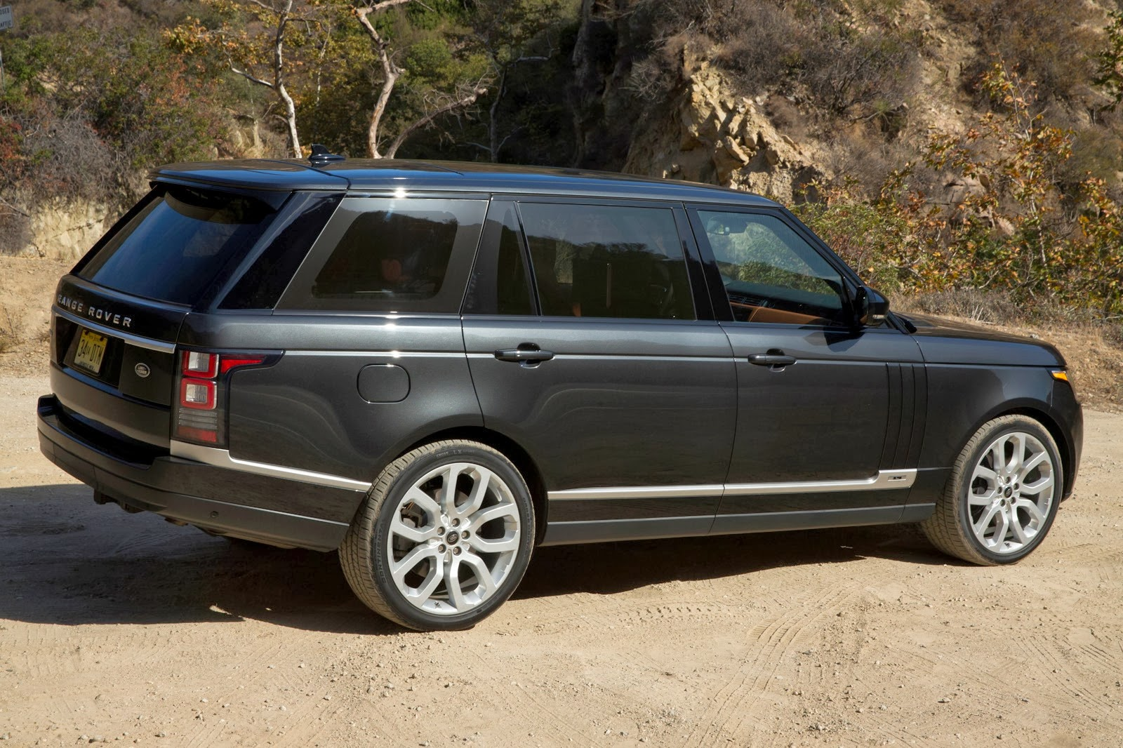 2014 land rover range rover long wheelbase first drive on auto design tech. Black Bedroom Furniture Sets. Home Design Ideas