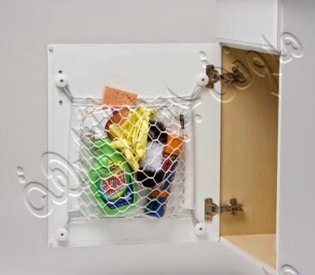 عمل تعليقة بسيطة من القماشة (الشبك)داخل قطعة المطلخ ووضع مواد التنظيف من كلور وقفازات وأدوات التنظيف بداخله