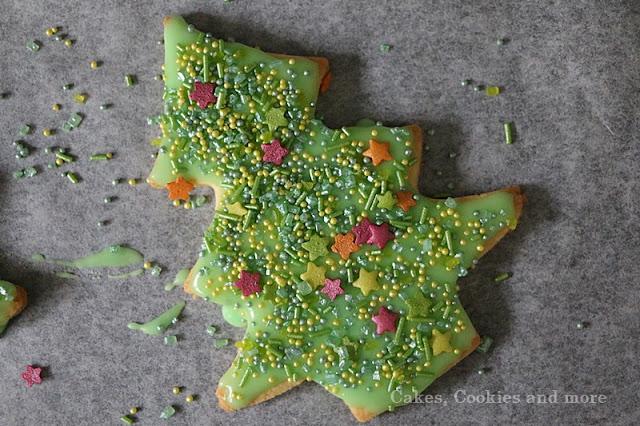 Zitronen Butter Tannen Guetzli mit Zuckerdekor