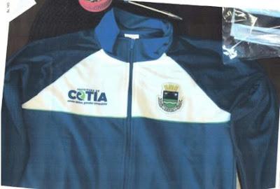 Mesmo prontos, uniformes não devem ser entregues a alunos de Cotia