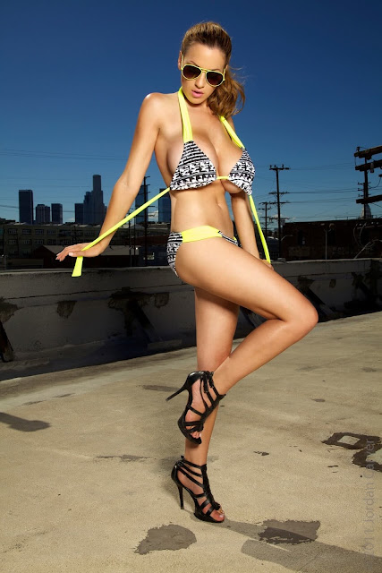 Jordan-Carver-Lax-hot-and-sexy-Photoshoot-picture-19