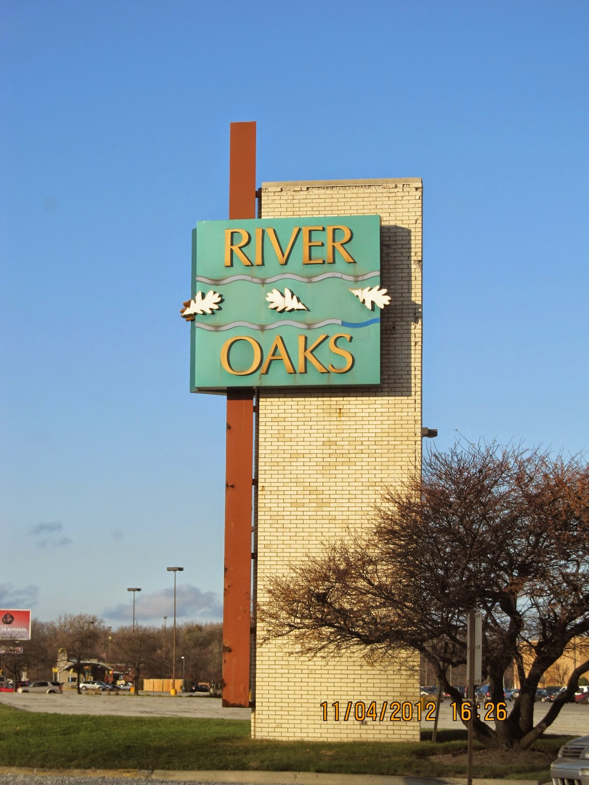 River Oaks Center Mall Is The Latest Struggling In Chicago Suburbs As Last Two Years Lost Major Anchor S