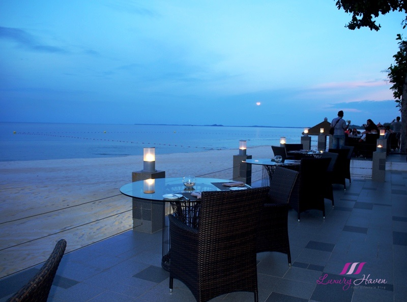 bintan resorts romantic dining options nelyan beachfront restaurant