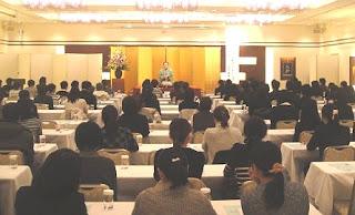 講演会講師・三遊亭楽春のリフレッシュ&コミュニケーション講演会の風景。