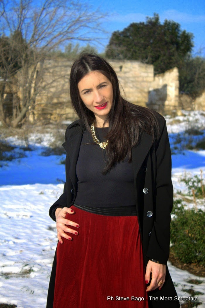 rosso, bianco, nero, fashion, fashionblog, fashionblogger, diy necklace, themorasmoothie, ootd, look, lookoftheday, italian fashion blogger, fashion blog italia, fashion blogger italiana, ootd, outfit, outfitoftheday, model, girl, me gonna rossa, gonna plissettata, neve