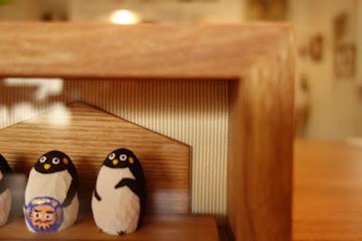 箱型・木の額縁(木彫り人形を飾る)・majakka