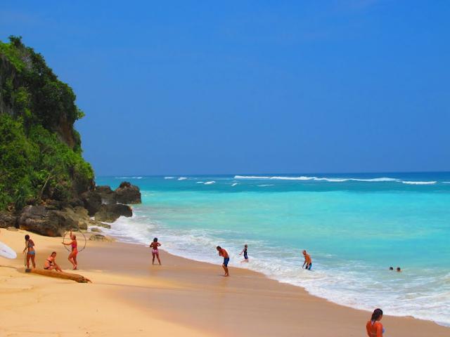daftar 10 pantai terbaik di indonesia - pantai pandawa bali