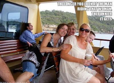 Lustiges Urlaubsbild mit Freundinnen - Optische Täuschung witzig