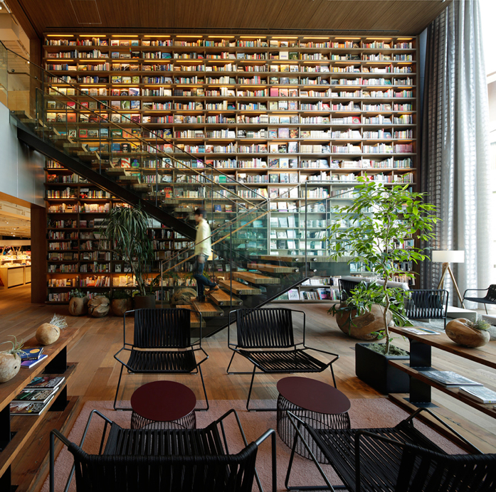 7 Bookshelves that Show Books Never Go Out of Style-  atsushi nakamichi / nacása & partners inc