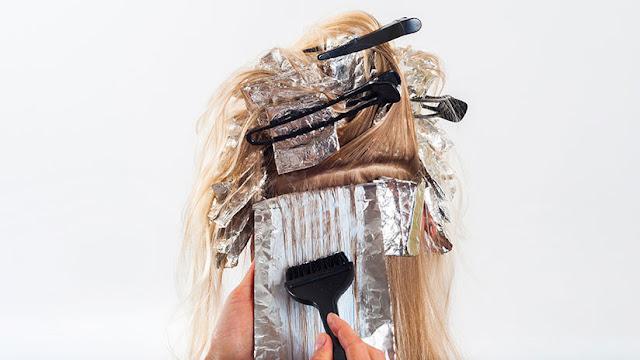 """""""Casi muero"""": Una francesa acaba con la cabeza totalmente deformada tras teñirse el pelo"""