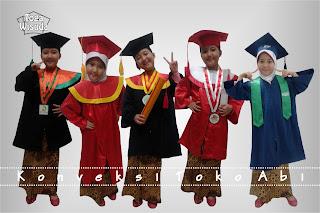 topi dan baju wisuda anak-anak  Wa 085771062589  Telp 085715470979