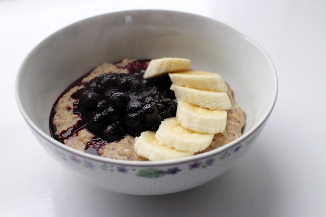 Banana, Blueberry and Almond Porridge