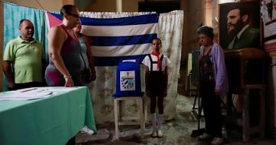 Polícia cubana confisca Bíblias e avisa: 'nosso deus é Fidel Castro'