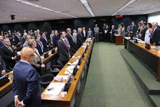 http://www.folhapolitica.org/2017/03/ccj-do-senado-comeca-discutir-lei-de.html