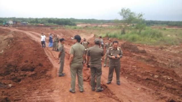 Pekerjaan Galian Tanah Desa Bantar Panjang Di Stop