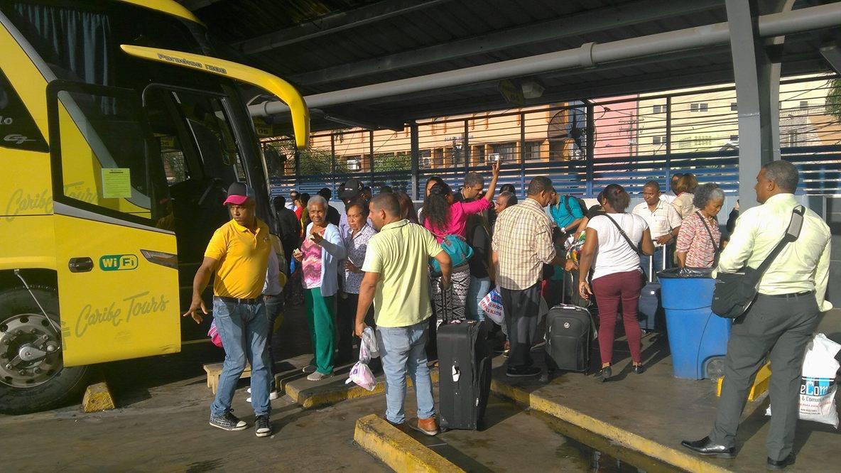 Denuncian deficiencia en servicios Caribe Tours.-