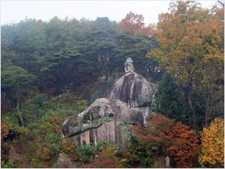 พระพุทธรูปหินแกะสลัก (Buddhist Stone Statue)