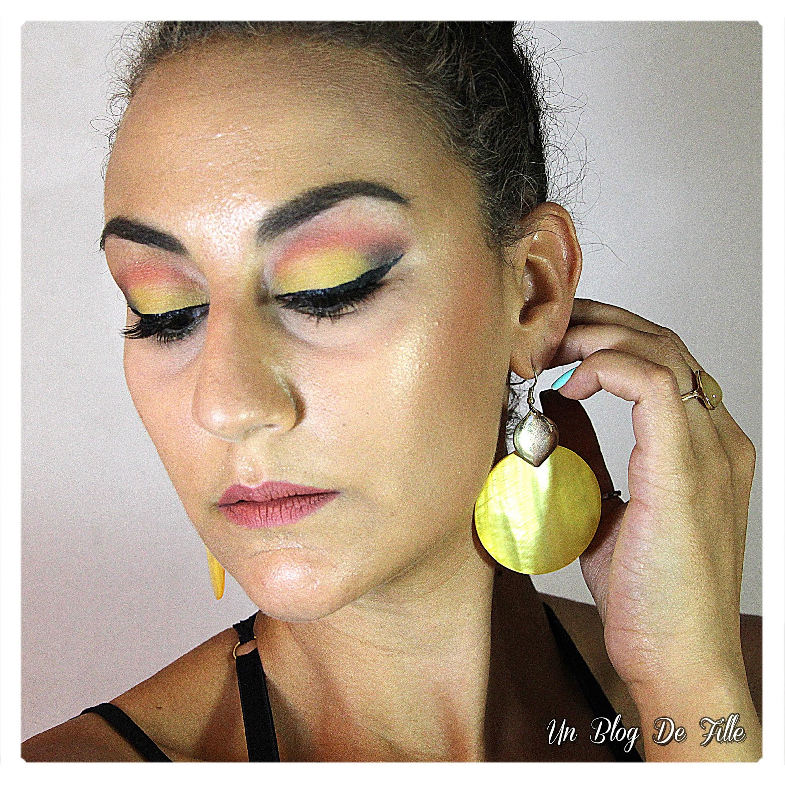 http://www.unblogdefille.fr/2018/07/maquillage-dete-sunset-jaune-et-orange.html